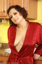 mom50 galleries allower30 anna-p-mature-xxx-woman