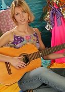nshoneys hosted1 hs gals sharon-m-music-makes-her-moist  php