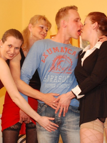 http://affiliates.mature-sexparty.com/free/custom_galleries/1380/?pid=37373