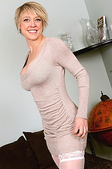 allover30free mature dee-williams-1525205315
