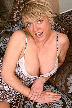 allover30free mature dee-williams-1527627503