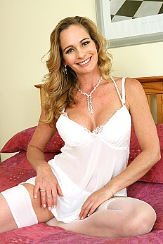 allover30free mature elegant-eve-1537308882