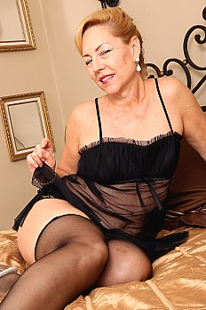 allover30free mature goddess-justine-1533677772