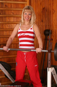 http://allover30women.com/galleries/066-Allover30-Merilyn-48-Year-Old-Hairy-Pussy-Working-Out/ph.html