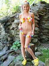 http://babesfarm.com/pinkyjune/solo/hawaii/