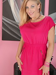 exclusivemilf pics milf-slut-with-big-tits-madison-paige-is-posing-in-high-heels