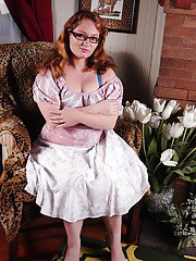 grannytitty pics mature-babe-mylie-reveals-her-fatty-body-while-undressing-her-lingerie