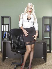 secretarypics pics marvelous-office-babe-gigi-allens-demonstrates-her-big-tits