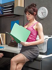 sexygirlspics pics secretary-rahyndee-james-was-drilled-in-her-face-by-lovely-boss