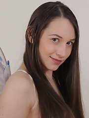 milfbank pictures pregnant-european-chick-with-nice-face-jennifer-is-masturbating
