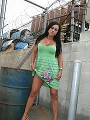 milfbank pictures 2011-06-06 milf-mariah-milano-stripping-to-expose-her-big-ass-in-public