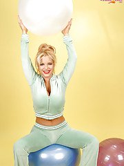 idealmilf galleries 2011-07-28 busty-babe-denudes-her-huge-round-tits-and-poses-with-a-fitness-ball