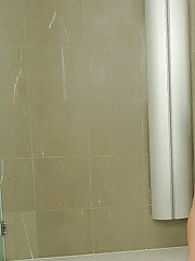 analpics pics 2011-08-17 gorgeous-babe-berinice-masturbating-her-shaved-cunt-in-the-bath