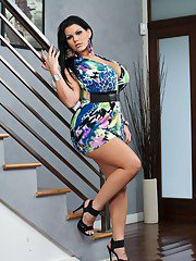 bigtitsmilf pics 2011-03-19 latin-bbw-angelina-castro-teasing-you-with-her-bare-curves