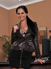 idealmilf galleries milf-babe-with-big-tits-ava-addams-spreading-legs-in-office-naked