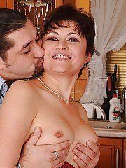http://mature-orgasm.com/pictures/short-haired-mature-brunette-gets-her-bush-fingered-and-nailed-hardcore/