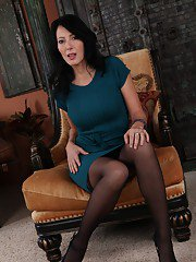 mature-orgasm pictures 2012-02-09 sexy-milf-zoey-holloway-stripping-and-fingering-her-trimmed-pussy