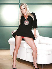 exclusivemilf pics curvy-blonde-milf-carolyn-reese-undressing-and-spreading-her-legs