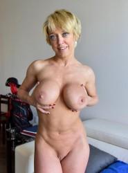 boobstr dee-busty-inked-blonde-milf