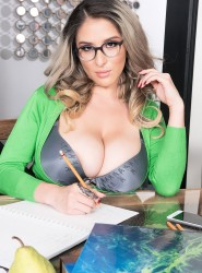 boobstr kathy-shavon-with-glasses