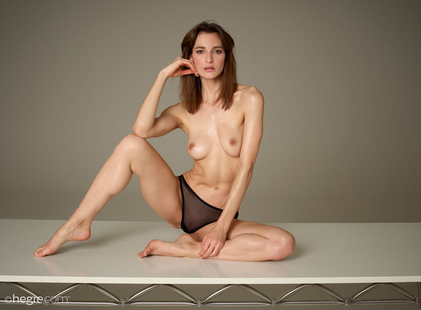 gyrls flora-long-legged-and-oiled