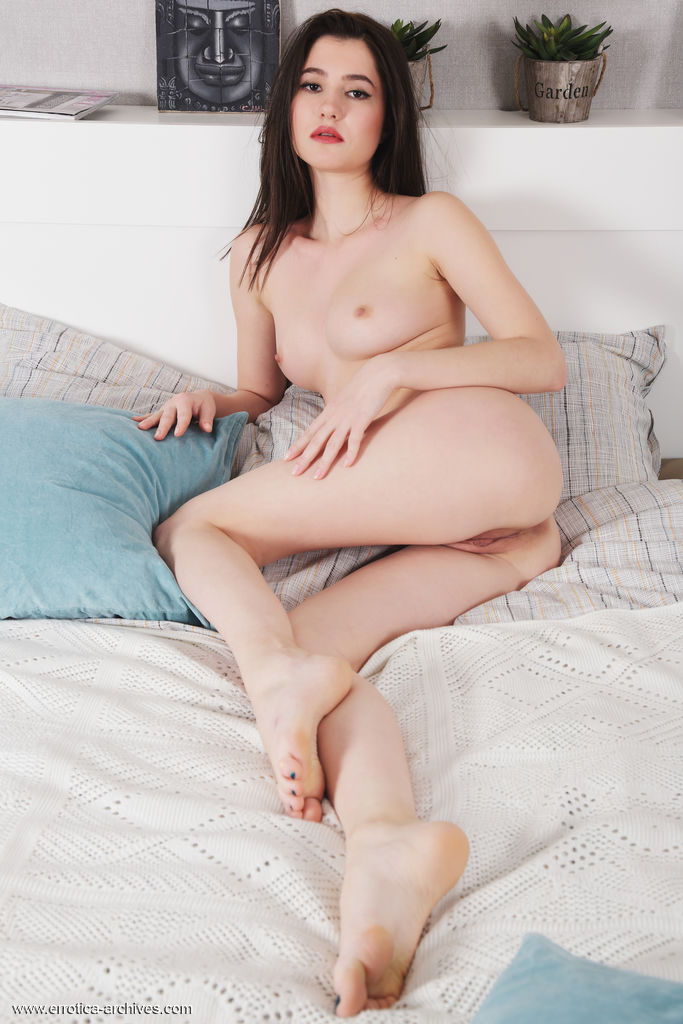 gyrls melisia-shy-brunette-spreads