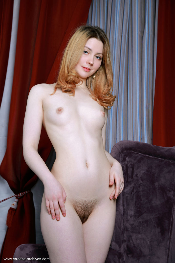 gyrls rita-naked-redhead-in-a-hotel-room