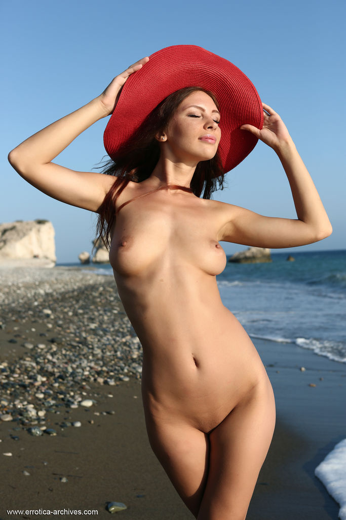 gyrls galina-a-teasing-at-the-beach