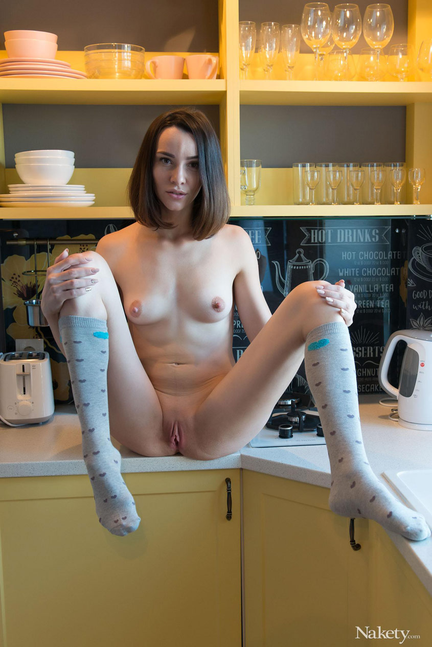 gyrls adel-morel-in-high-socks