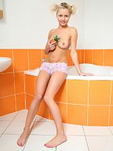 babesfarm pinkyjune solo bathtub02