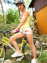 babesfarm pinkyjune solo bicycle04