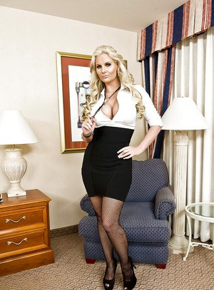 pornpics galleries sexuality-at-its-heights-with-milf-gracie-glam-spreading-in-pantyhose