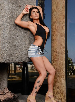 pornpics galleries latina-wife-romi-rain-demonstrates-her-tight-but-sexy-anal-gape