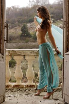 http://fhg.eroticbeauty.com/2013-09-10/PRESENTING_VALERINA_A/