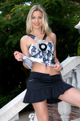 http://fhg.eroticbeauty.com/2012-09-19/Presenting_Marylin/