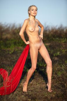 http://fhg.eroticbeauty.com/2014-07-15/RED_CAPE_2/
