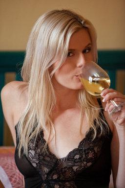 http://fhg.eroticbeauty.com/2012-03-21/Presenting_Luka/