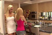 http://www.freepornofreeporn.com/free_video/gallery_017/lesbian/club_filly/vhhdggslda_t242.html