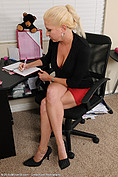 http://galleries.allover30.com/mature/JessicaTaylor/NBKjeP/Z06/
