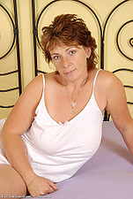 http://galleries.allover30.com/mature/Misti/M71qnq/Z02/