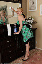 http://galleries.allover30.com/mature/Willow/KarIGH/Z02/