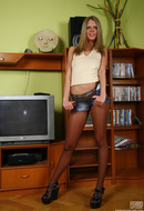 galleries ferronetwork fhg epantyhoseland pictures 5725_2 kelly-admiring-her-sexy-pantyhose