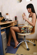 http://galleries.ferronetwork.com/fhg/epantyhoseland/pictures/5857_1/honey-wearing-her-great-pantyhose.shtml