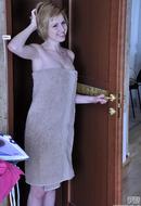 http://galleries.ferronetwork.com/fhg/epantyhoseland/pictures/5934_1/alina-pantyhose-clad-admirer.shtml?-cash