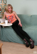 galleries ferronetwork fhg epantyhoseland pictures 6022_1 miriam-doing-her-smooth-pantyhose