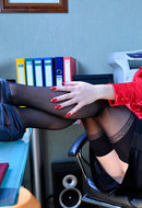 galleries ferronetwork fhg lacynylons pictures 5519_3 griffith-showing-her-stockings