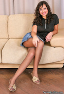 http://galleries.ferronetwork.com/fhg/nylonfeetline/pictures/1939_1/fidelia-flashing-her-pretty-feet.shtml