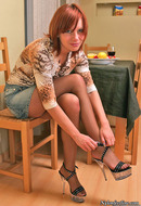 http://galleries.ferronetwork.com/fhg/nylonfeetline/pictures/2573_1/dominica-flashing-her-sweet-feet.shtml