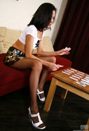 http://galleries.ferronetwork.com/fhg/nylonfeetline/pictures/5417_2/gloria-showing-her-cute-feet.shtml