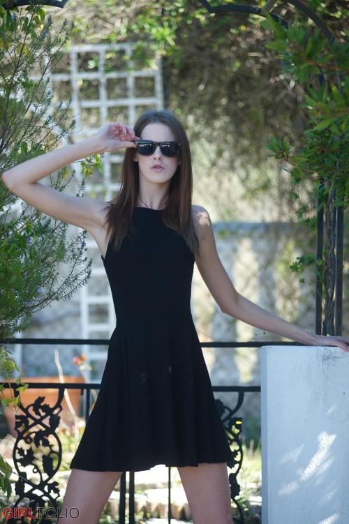 http://galleries.girlfolio.com/galleries/images/little-black-dress/